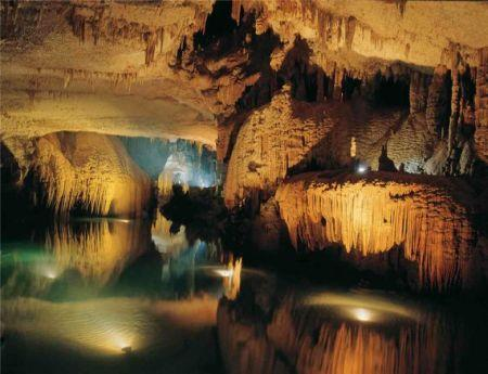 Озеро в Аверкиной пещере