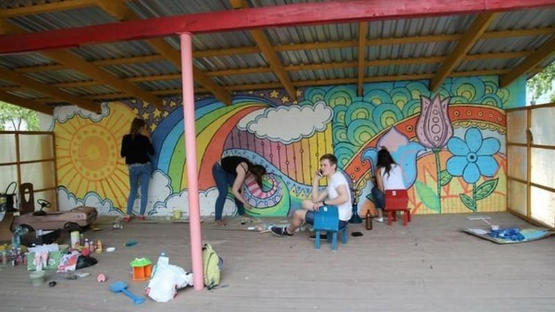 Красим веранду в детском саду своими руками