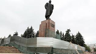 Памятник ленина челябинск емельяновский гранит заказать памятник в орле