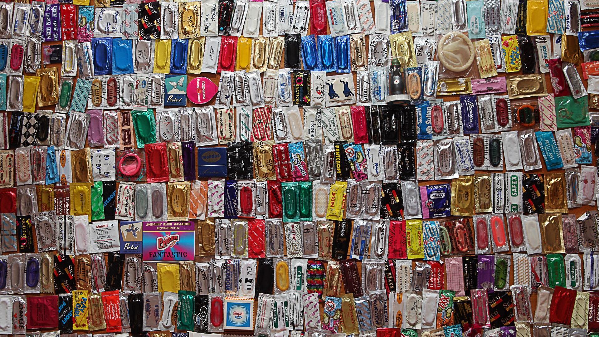 некоторое время выставка презервативов нас