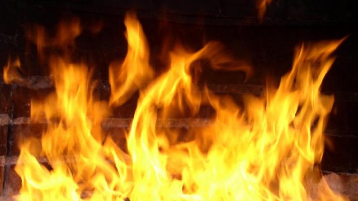 На территории вокзала горело здание